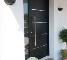 Notre porte d'entrée avec la barre de tirage
