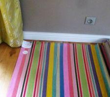 Tissu qui sera mis rayures verticales pour capitonner la tête de lit et le sommier