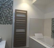 Sèche serviette salle de bain installé