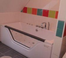 Salle de bain baignoire balnéo