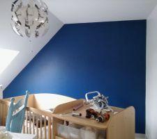 Peinture bleue pailletée