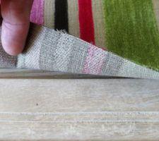 Sous le tissu, le molleton ne touche pas le bord car le tissu sera replié
