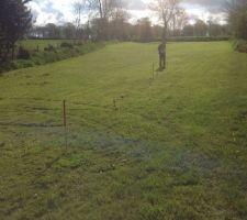 Mesure de la résistance du terrain par injection de courant afin de vérifier l'homogénéité du sol.
