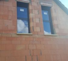 fenetres des chambres de l etage fixe en bas et oscillo battant en haut facade nord