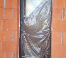 Porte d'entrée avec deux vitrages triangle