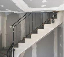 Garde-corps de l'escalier terminé suite à nos demandes de corrections