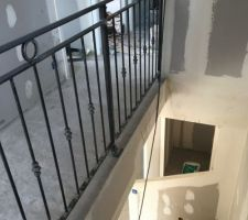 Garde-corps étage installé - manque le garde-corps de l'escalier