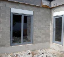 menuiseries neuffer bois lasure blanc a l interieur alu laque gris ral 7001 a l exterieur bloc volet roulant hella top duo