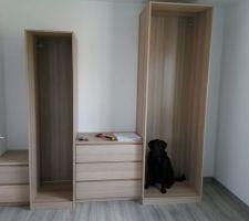 Dressing suite : 2 MALM (1 commode 3 tiroirs + 1 chevet 2 tiroirs) + 2 PAX (1 colonne 202x50 + 1 colonne 236x70)