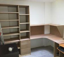 Le tiroirs ne sont pas encore réglés, je ferai les réglages des portes et des tiroirs à la fin