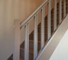 rambarde escalier enfin peinte et reposee