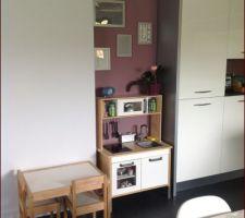 La cuisine des enfants intégrée dans la cuisine/sam