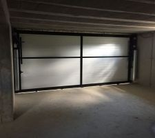 17.05.2016 La porte de garage est installée !