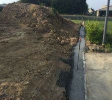 On coule les fondations pour les murs de clôture ! (Mur côté Sud-Est)