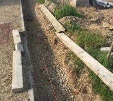 On coule les fondations pour les murs de clôture ! (Mur côté Sud-Ouest)