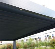 Pergola bioclimatique Solisysteme, spots LED
