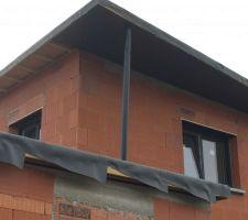Vue poteau de toit (pas au bon endroit) et des grilles d'aération