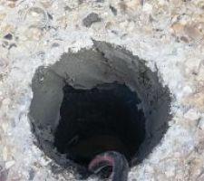 on encolle egalement le trou dans le sol le pvc a ete recoupe avec l outil multifonction