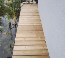 Terrasse bois - coursive vers porche entrée