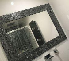 notre miroir enfin pose avec vue sur la douche