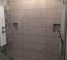 Voici donc la douche XL avec les 2 colonnes de douches