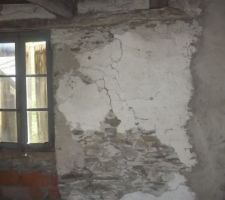 Fenêtre et parti mur lézarder