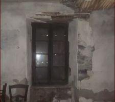Fenêtre rez de chaussée avec effondrement plafonds