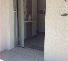 pose de dalle devant la porte d entree