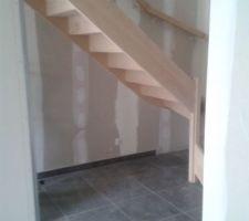 voila l escalier en hetre a ete pose il est magnifique