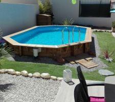 Aménagement du jardin avec piscine bois semi enterrée