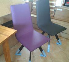 Les chaises de SAM : 4 noires et 2 violettes