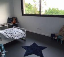 chambre enfant bleu et blanche
