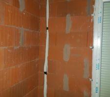 Première partie de la pose des splits, passage des gaines dans les murs