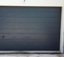 porte de garage nettoyee aucun coup aucune griffe