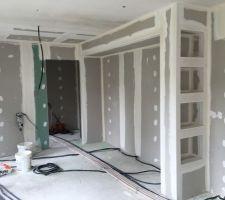 Bâti de la cuisine avec niches