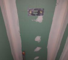 plaque pour colonne de douche mise en place