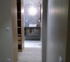 Vue du couloir de la suite parentale.