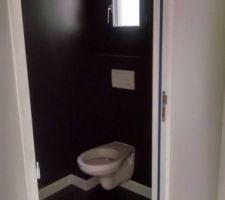 Les toilettes noires du rez de chaussée... A chacun sa part sombre. :-)
