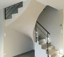 Escalier terminé et lissé/peint