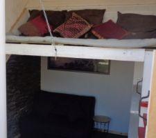 la vue de la chambre de la terrasse avec le coin lecture