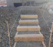 Escaliers en cours de réalisation. Fastidieux mais je pense que ça rendra bien au ginal