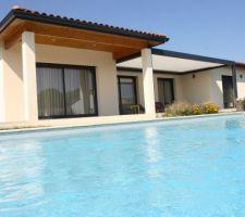 piscine et pergola a lames orientables