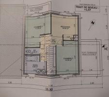 1er etage 2 chambres 1 mezzanine avec possibilite de fermeture pour 3eme chambre et salle de bain