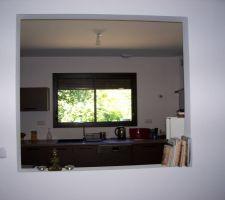 vue sur la cuisine en entrant dans la maison et de la fenetre vue sur un pres une cloison style atelier sera installee prochainement