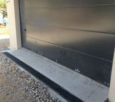 Detail caniveau devant garage