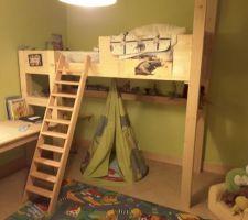 Le lit à étage du fiston, compris bureau, tenon mortaise entièrement démontable.....ça sert d'être menuisier et d'avoir une commande numerique!!!