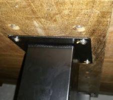 pied de la table en acier noir style atelier