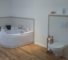 Suite de la salle de bain de la suite parentale à l'étage