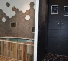 La faïence de la salle bain est quasi terminée !!