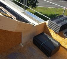 Jonction toiture 2 pans garage / toiture plate maison